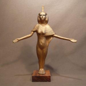 La déesse Isis, bras grands ouverts