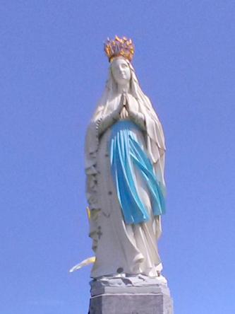 Marie couronnée, à Lourdes