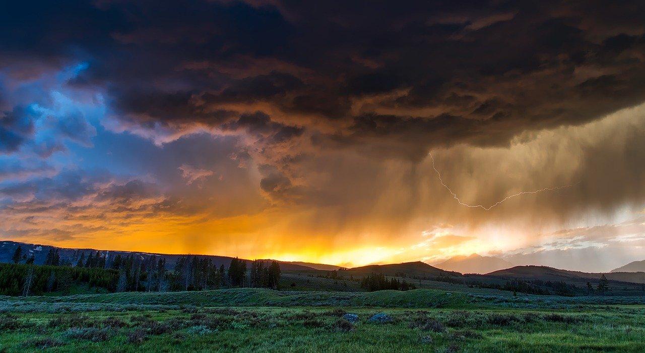Météo chaotique : mélange d'éclaircie, de pluie, nuage, soleil...