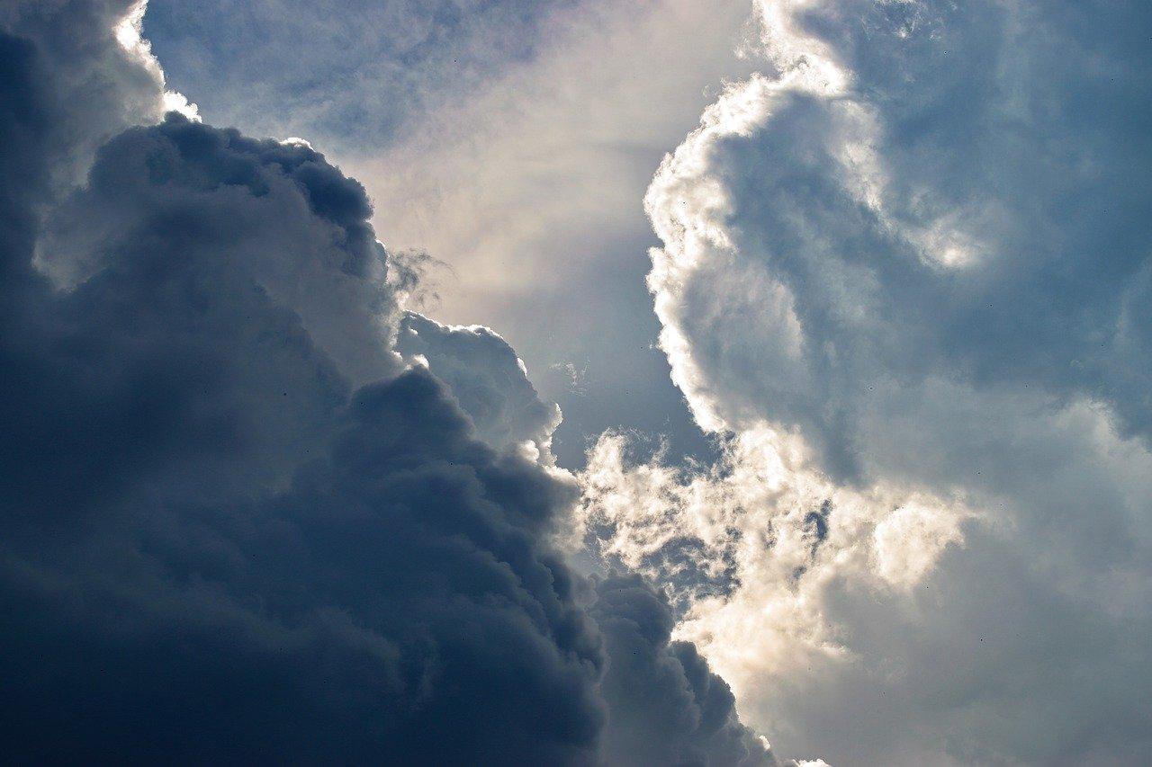 Nuages (cumulus), alternant entre Lumière et Ombre